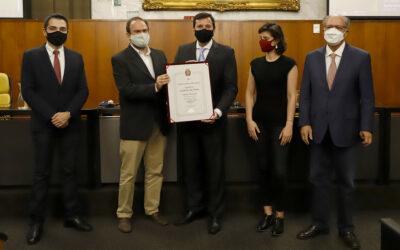 Floriano Pesaro recebe Medalha Anchieta na CMSP